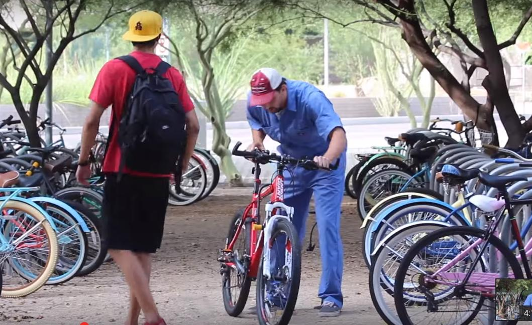 This Guy Steals Bikes in Public With a Simple Trick