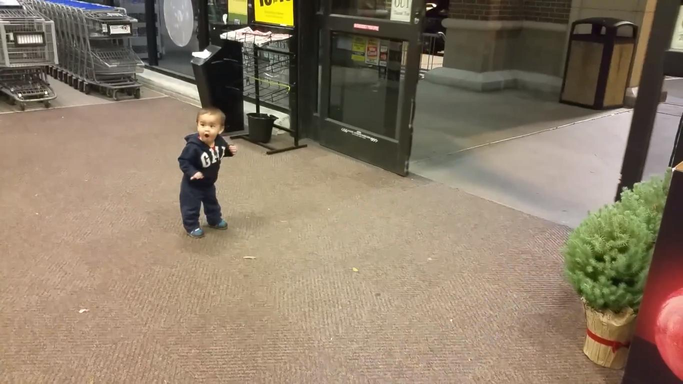 Kid's Cute Reaction to Automatic Sliding Doors