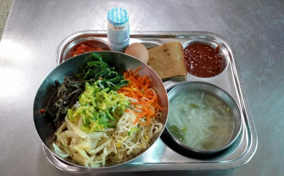 School Lunches in Korea Doesn't Look Bad at All