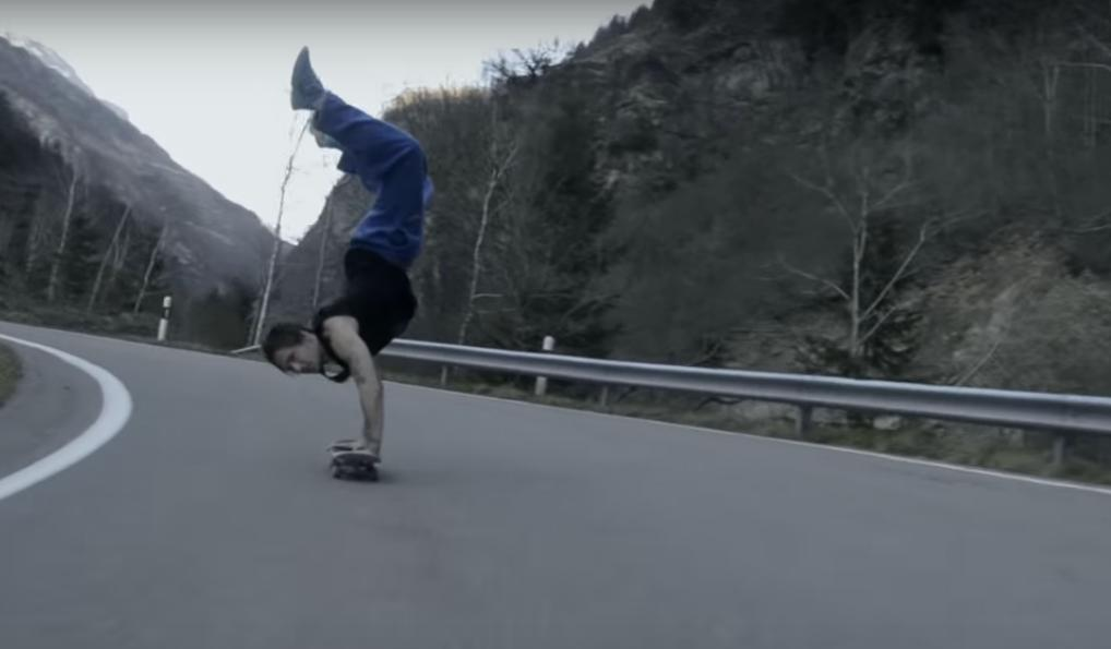 Watch This Guy Doing a Handstand While Skateboarding